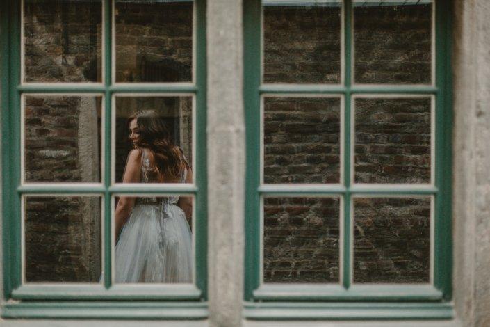 Braut im Fenster Köln